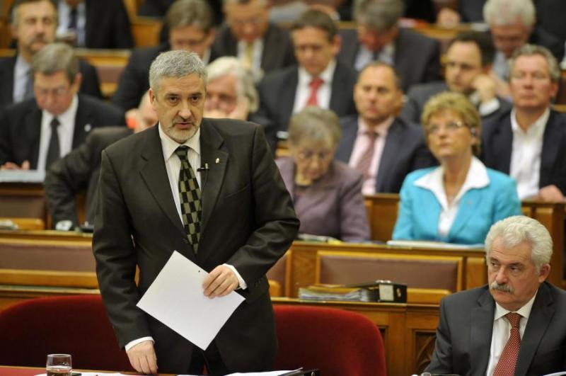Fidesz: a baloldal ismét túladóztatná a vállalkozásokat