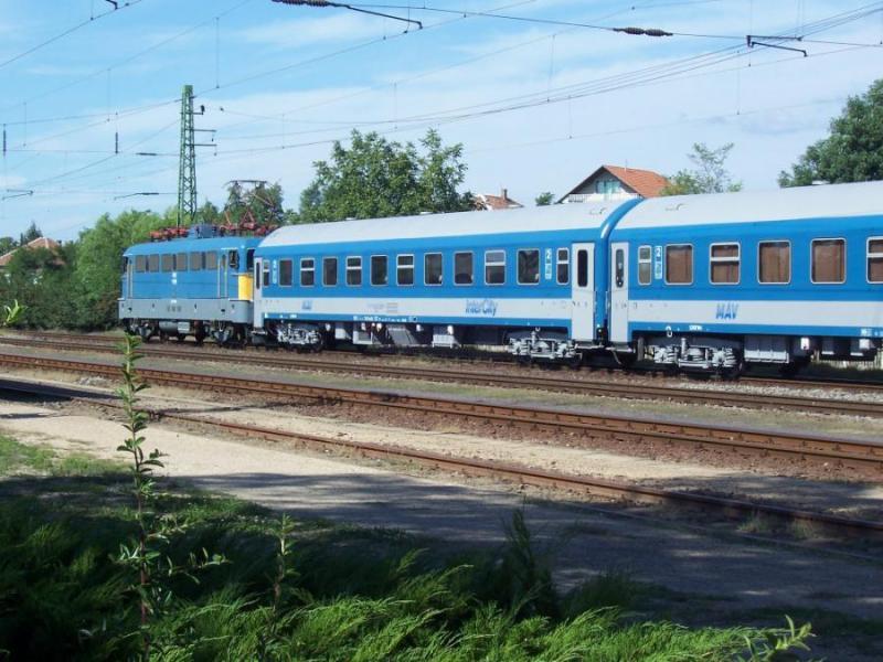 Leszakadt egy vasúti felsővezeték Érdnél, jelentős késésekre kell számítani