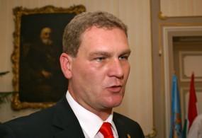 Politológus: nem lenne gyümölcsöző az MSZP és a Jobbik összefogása