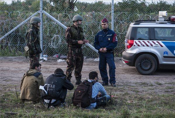 Ötvenkilenc határsértőt tartóztattak föl a hétvégén