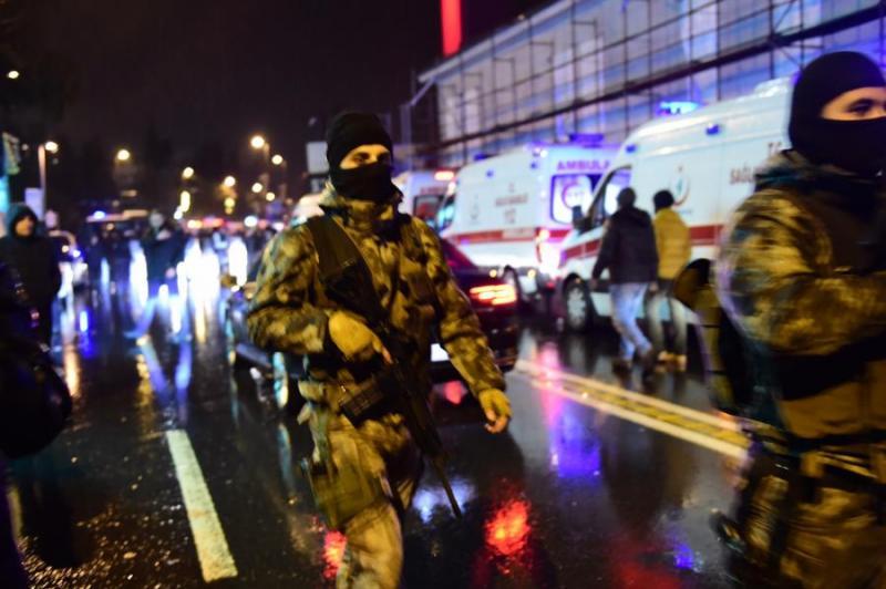 Isztambuli merénylet: nem világos, ki volt az elkövető, folyik a hajsza a tettes után