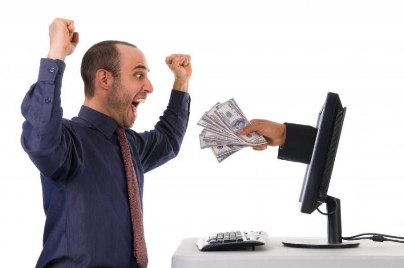 Online fogadásokon játszotta el a bank pénzét