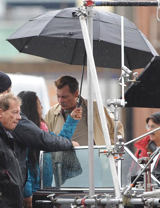 Johnny Depp ismét bajuszban forgat