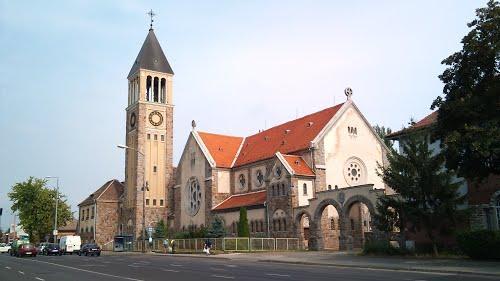 Nyitva maradnak a templomok