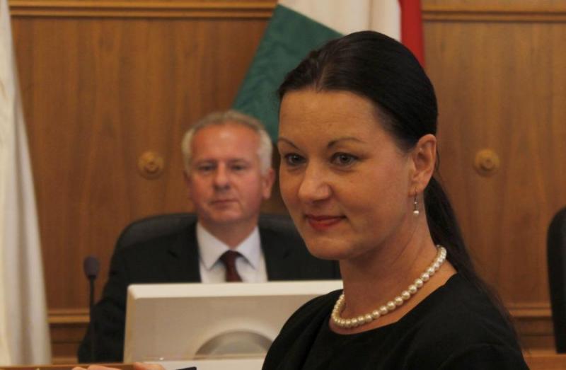Bognár Szilvia DK-s politikust visszahívta alpolgármesteri posztjáról, míg Nyőgéri Lajost (MSZP) és Zag Gábort (DK) főállású alpolgármesterré választotta a kedden ülésező pécsi közgyűlés