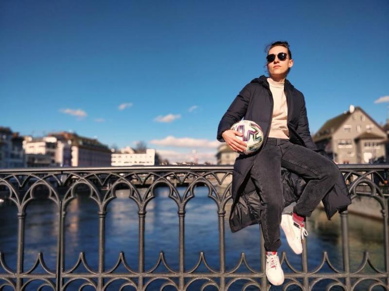 Svájcba költözött a világhírű magyar freestyle focista!