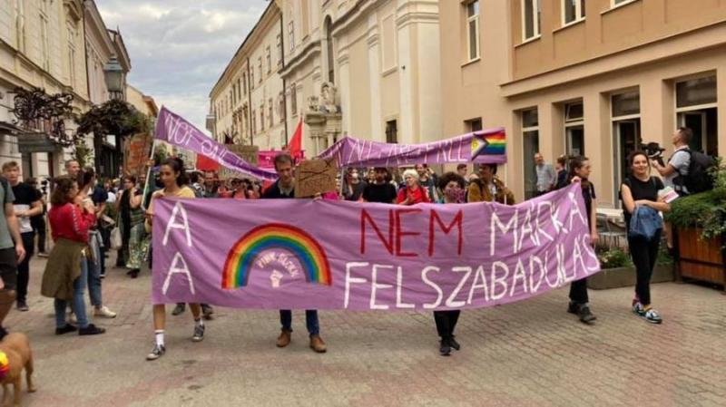A Mi Hazánk politikusa feljelenti a Pécs Pride szervezőit, mert gyerekek voltak a felvonuláson