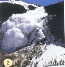 Négy ember halt meg a franciaországi lavinaomlásban